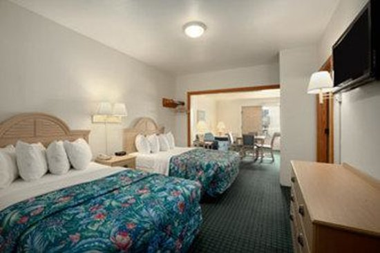 Days Inn Kill Devil Hills Oceanfront - Wilbur : Standard 2 Queen Beds