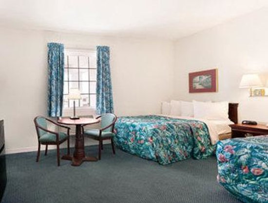 Days Inn Kill Devil Hills Oceanfront - Wilbur : Oceanview Room with 2 Doubles
