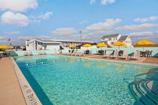 Days Inn Kill Devil Hills Oceanfront - Wilbur: Pool