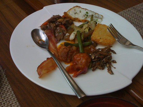 Diamond Hotel Philippines: Breakfast