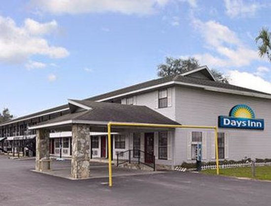 Welcome to the Days Inn Madison  St Rte 53