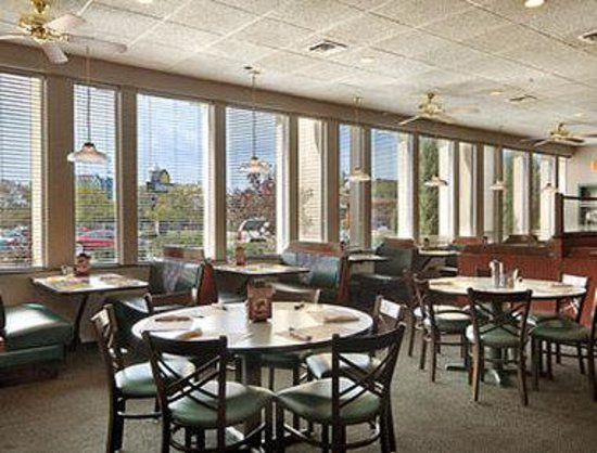 Days Inn at the Falls: Dennys