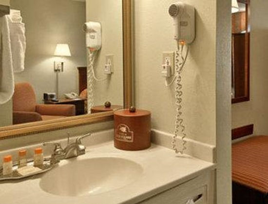 Inn at Ellis Square: Bathroom
