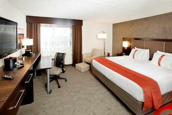 Holiday Inn Newark Airport: Suite Bedroom