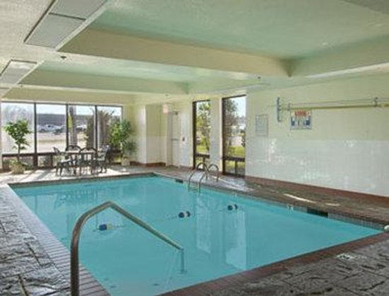 Days Inn Springfield South: Pool