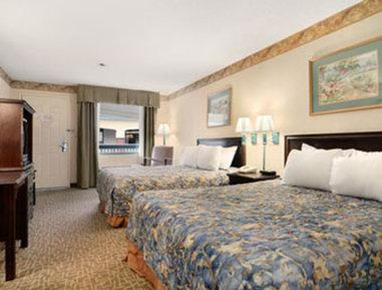 Days Inn and Suites Savannah Gateway: Standard Two Double Bed Room