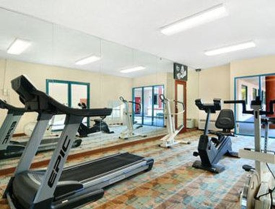Days Inn and Suites Savannah Gateway: Fitness Center