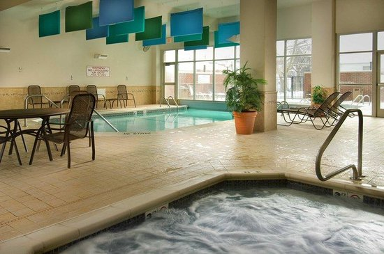 Drury Inn & Suites Forest Park: Pool