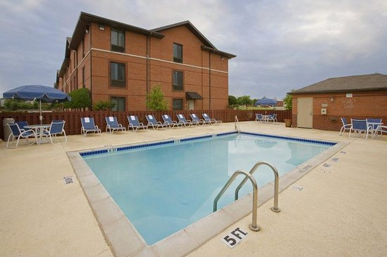 Extended Stay America - Raleigh - Cary - Regency Parkway South: Swimming Pool