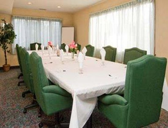 Days Hotel & Conference Center-Methuen: Tulip Room