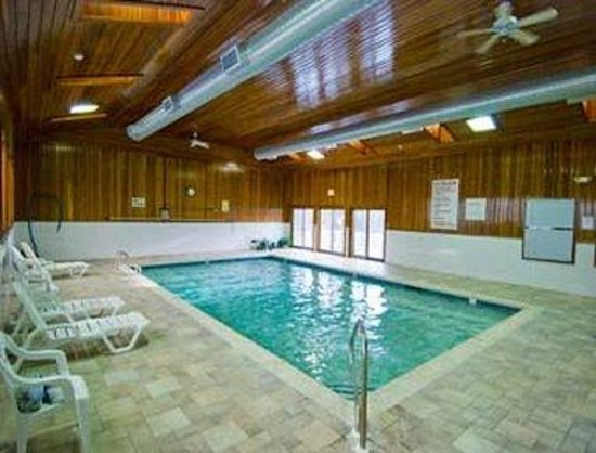 Days Hotel & Conference Center-Methuen: Pool
