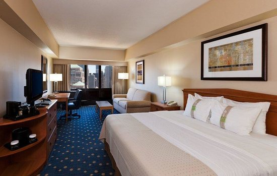 Holiday Inn Chicago - Mart Plaza: Chicago Downtown Hotel King Bed Guest Room