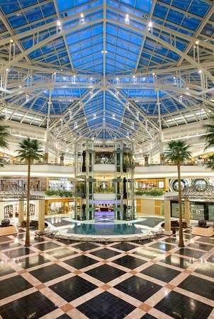 Utica, MI : Somerset Collection Shopping Mall