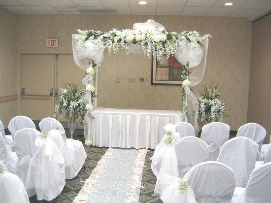 Holiday Inn Los Angeles International Airport: The wedding of your dreams at the budget of your dreams