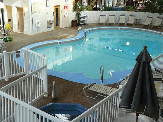 Alton, IL: Swimming Pool Facilities for Registered Guests Only