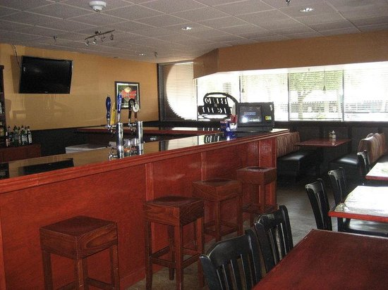 Holiday Inn Gainesville University Center: Beef O'Brady's - Bar