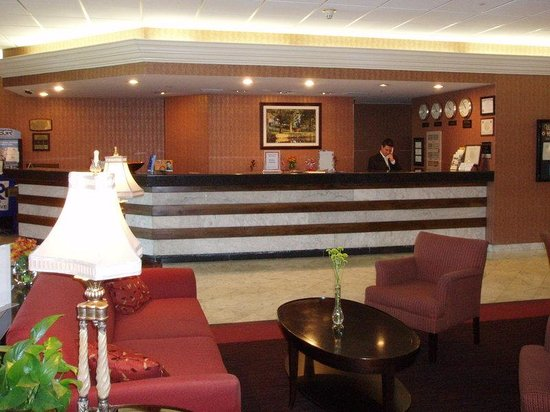 Holiday Inn Louisville East - Hurstbourne: WE WAITING
