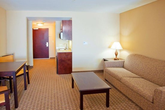 ‪‪Tappahannock‬, فيرجينيا: Relax in the comfort of our suites‬