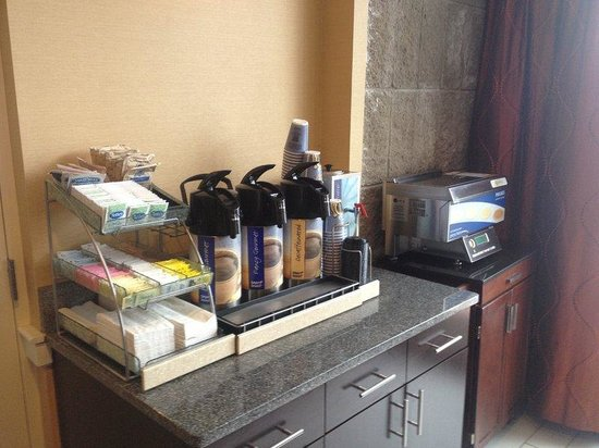 Holiday Inn Express & Suites Boston - Cambridge : Coffee Station/Pancake Machine