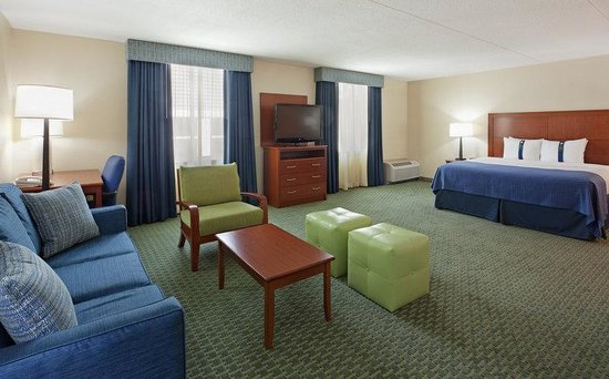 Holiday Inn Cape Cod-Falmouth: King Executive Room with work area and pull out sofa