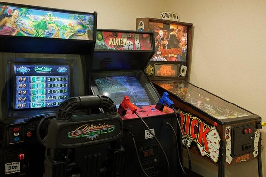 Holiday Inn Cape Cod-Falmouth: Check out the Arcade games in our Game Room