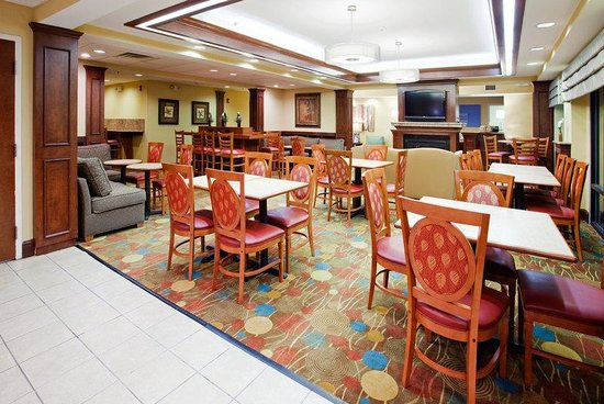 Holiday Inn Express Raleigh-Durham Airport: Breakfast Area
