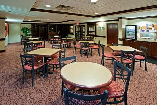 Holiday Inn Express Milford: Breakfast Area