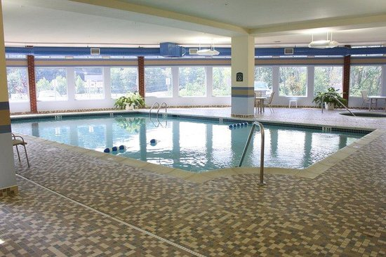 Holiday Inn Barboursville: Swimming Pool