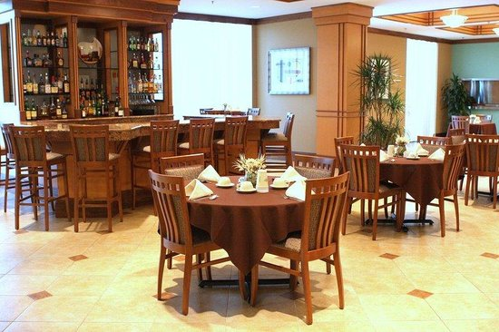Holiday Inn Barboursville: Breakfast Area