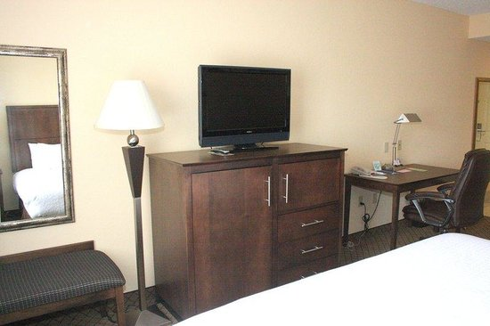 Holiday Inn Barboursville: 32 inch hi-def flat screen in every room