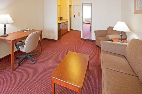 Holiday Inn Express Brownwood: Suite - Ample space and cozy surroundings await you