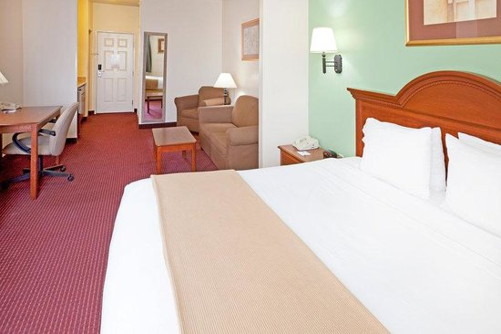 Holiday Inn Express Brownwood: Suite - Take a break and enjoy our 120 digital cable channels