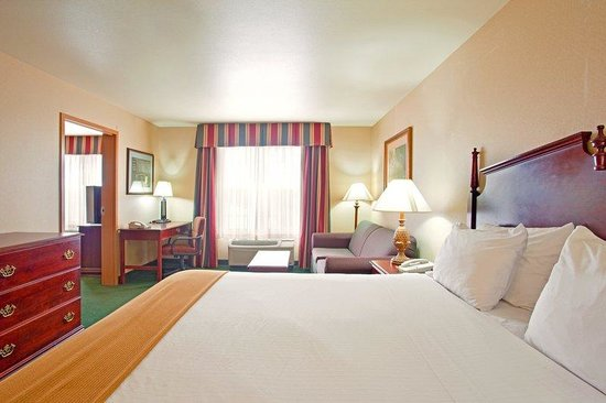 Holiday Inn Milwaukee Airport: Suite