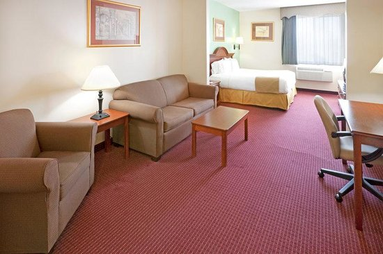 Holiday Inn Express Brownwood: Suite - Grab a good book, and then kick back and relax on the sofa