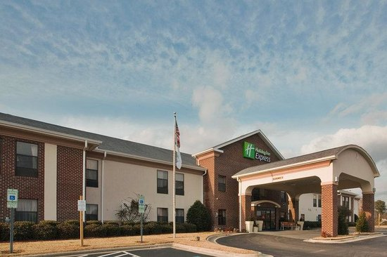 Holiday Inn Express: Hotel Exterior