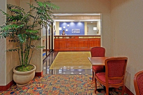Holiday Inn Express Meadowlands: Front Desk