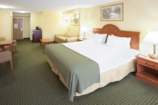 ‪‪Holiday Inn Express Charles Town‬: Guest Room‬