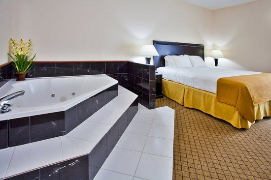 Holiday Inn Express Venice/Sarasota : Jacuzzi Suite 
