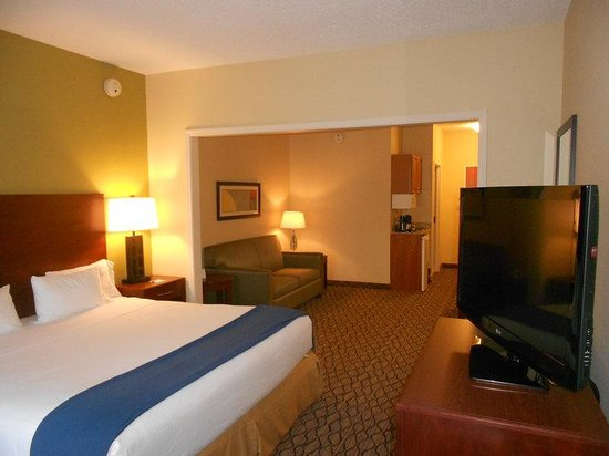 Lancaster, OH: King Bed Suite