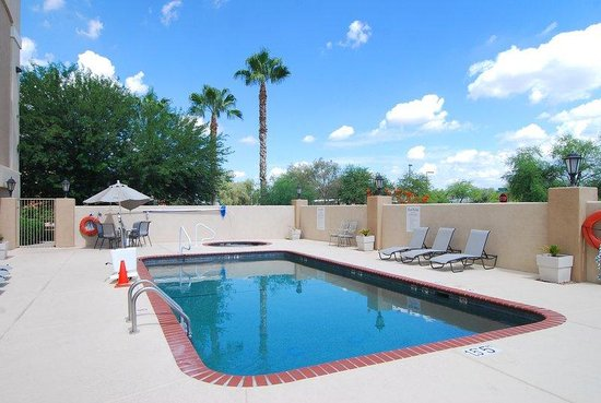 Holiday Inn Express Marana: Swimming Pool