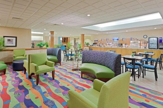 Holiday Inn Express Morehead City: Guest Lounge-Adjacent to Breakfast Bar