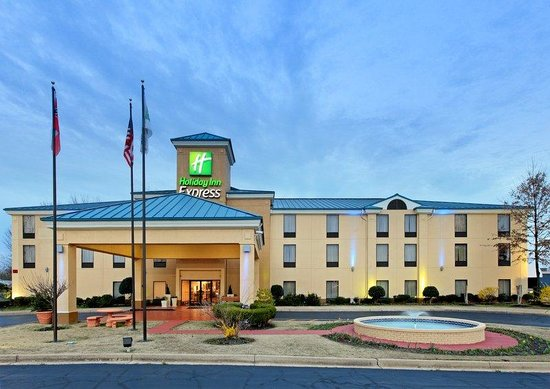 Holiday Inn Express Southaven: Hotel Exterior