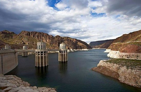 Holiday Inn Express Las Vegas Nellis: The Hoover Dam is a 45 minute drive.