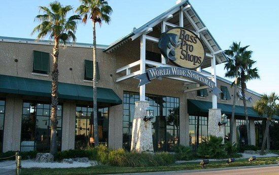 Holiday Inn Express Destin (Mid Bay Bridge): Holiday Inn Express Destin Bass Pro Shops just across the hwy