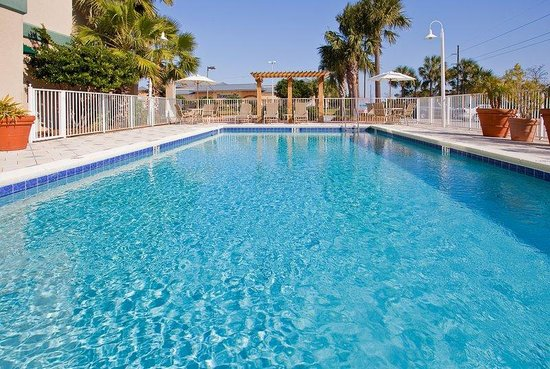 Holiday Inn Express Destin (Mid Bay Bridge): Holiday Inn Express Midbay Bridge Destin Florida Pool