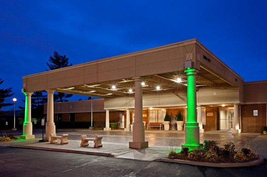 Holiday Inn Louisville-North: Entrance