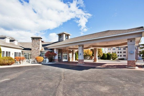 Holiday Inn Express St. Ignace: Hotel Exterior