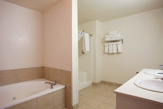Holiday Inn Express Showlow: 2 Room Suite Bathroom