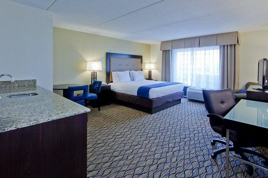 Holiday Inn Express Baltimore - BWI Airport West: King Executive with Wet Bar/Cocktail table/Ipod Docking station