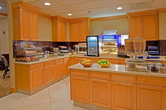 Holiday Inn Express Albany-Western Ave University: Breakfast Bar